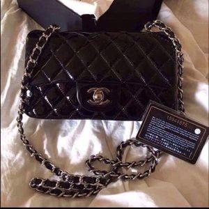 Black patent leather classic flap mini